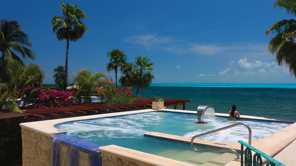 Outdoor spa pool at Zoetry Villa Rolandi Isla Mujeres