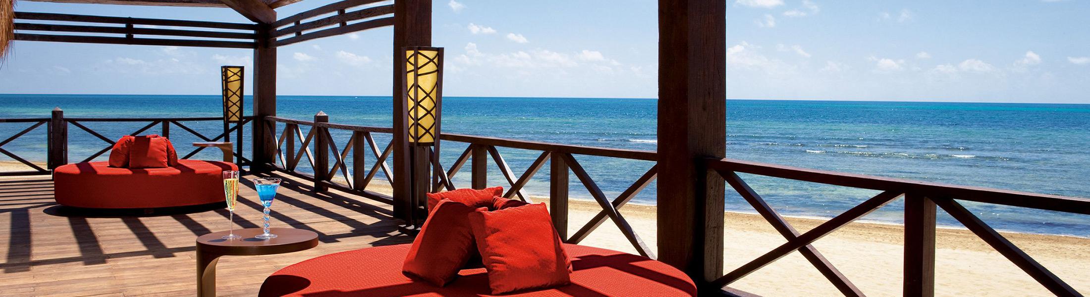 Barracuda bar overlooking the ocean at Secrets Silversands Riviera
