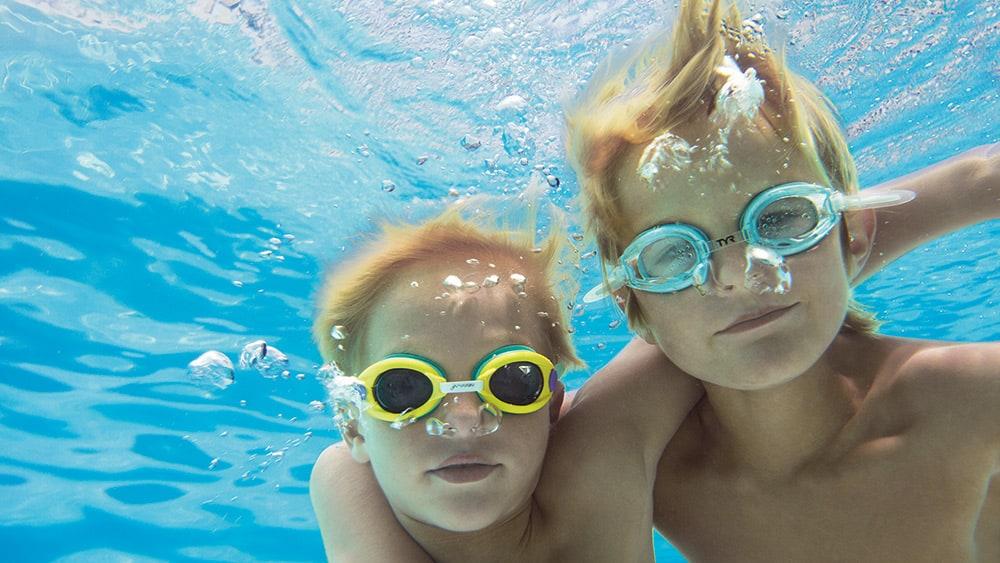 Kids underwater at Now Emerald