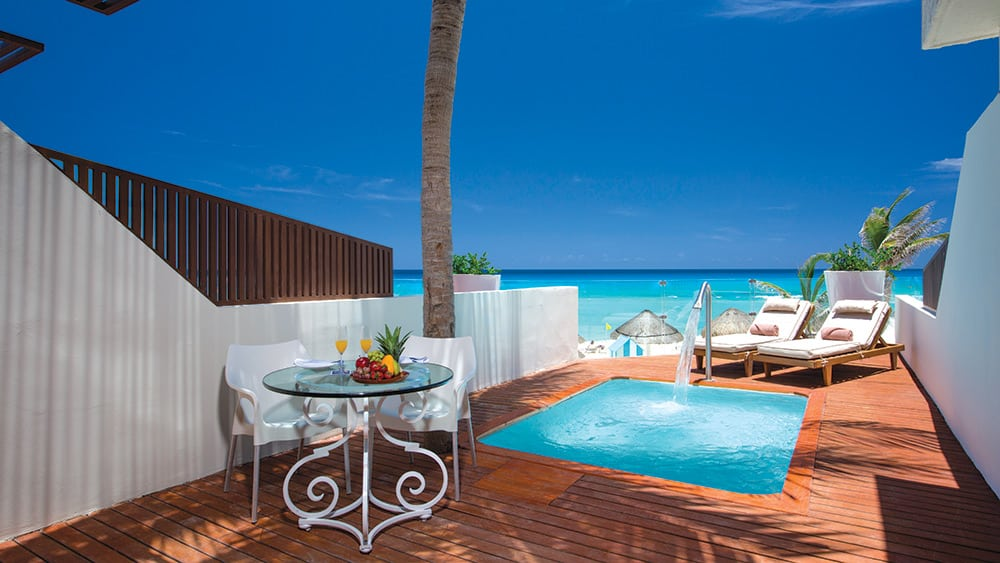 Terrace with private pool in the Preferred Club Master Suite at Now Emerald