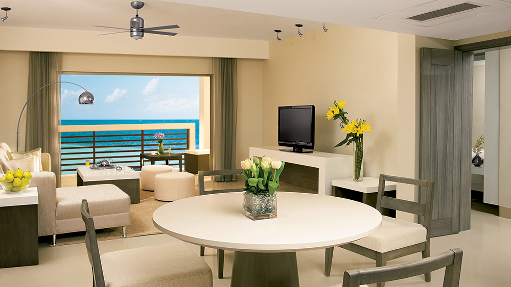Dining area of the Preferred Club Master Suite at Secrets Silversands