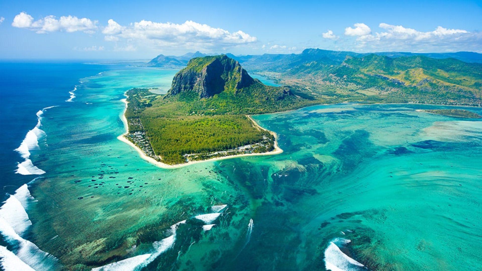 Aerial view of Mauritius on a Dubai & Mauritius twin-centre