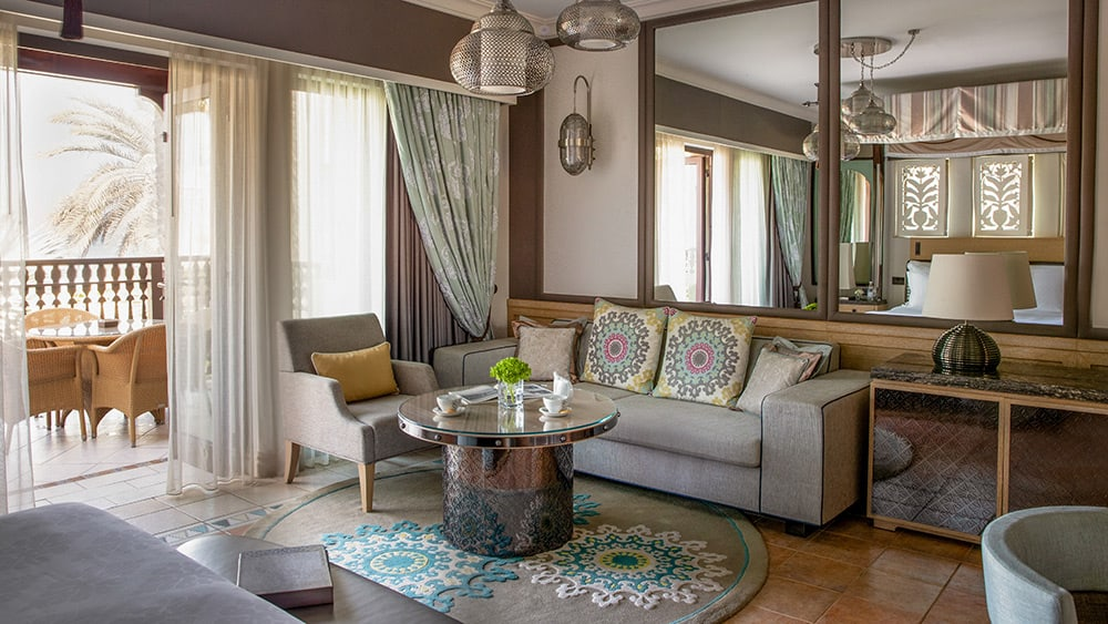 Living room of the Gulf Summerhouse Ocean Deluxe at Jumeirah Dar Al Masyaf