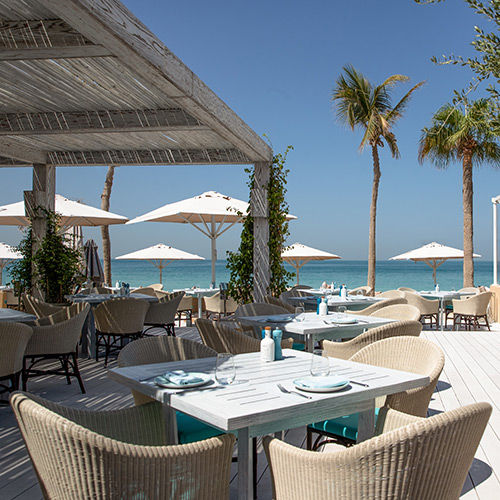 Outdoor dining at Jumeirah Mina A'Salam
