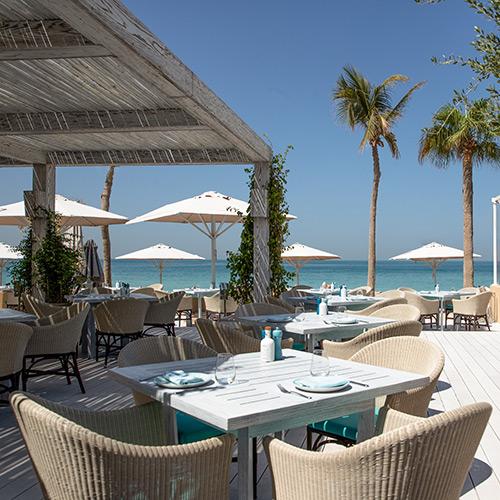 Outdoor dining at Jumeirah Mina A'Salam