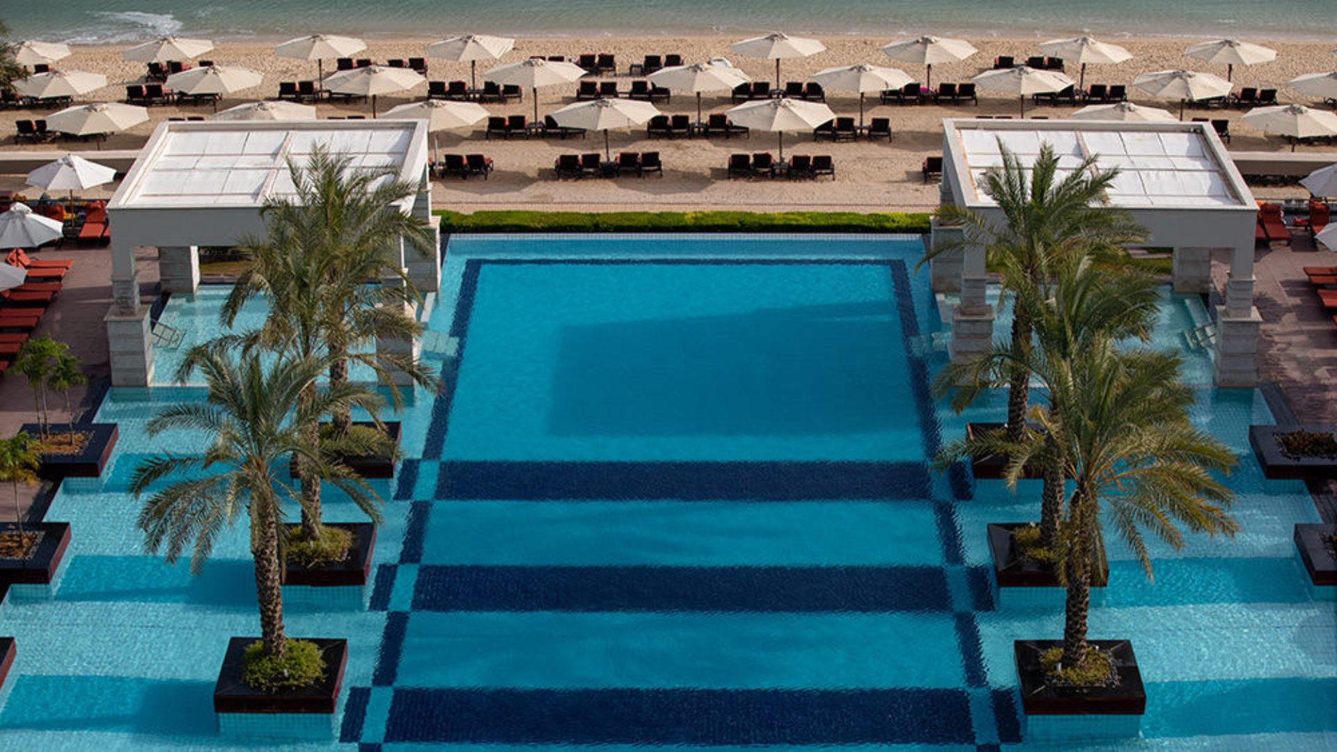 Pool and beach at Jumeirah Zabeel Saray