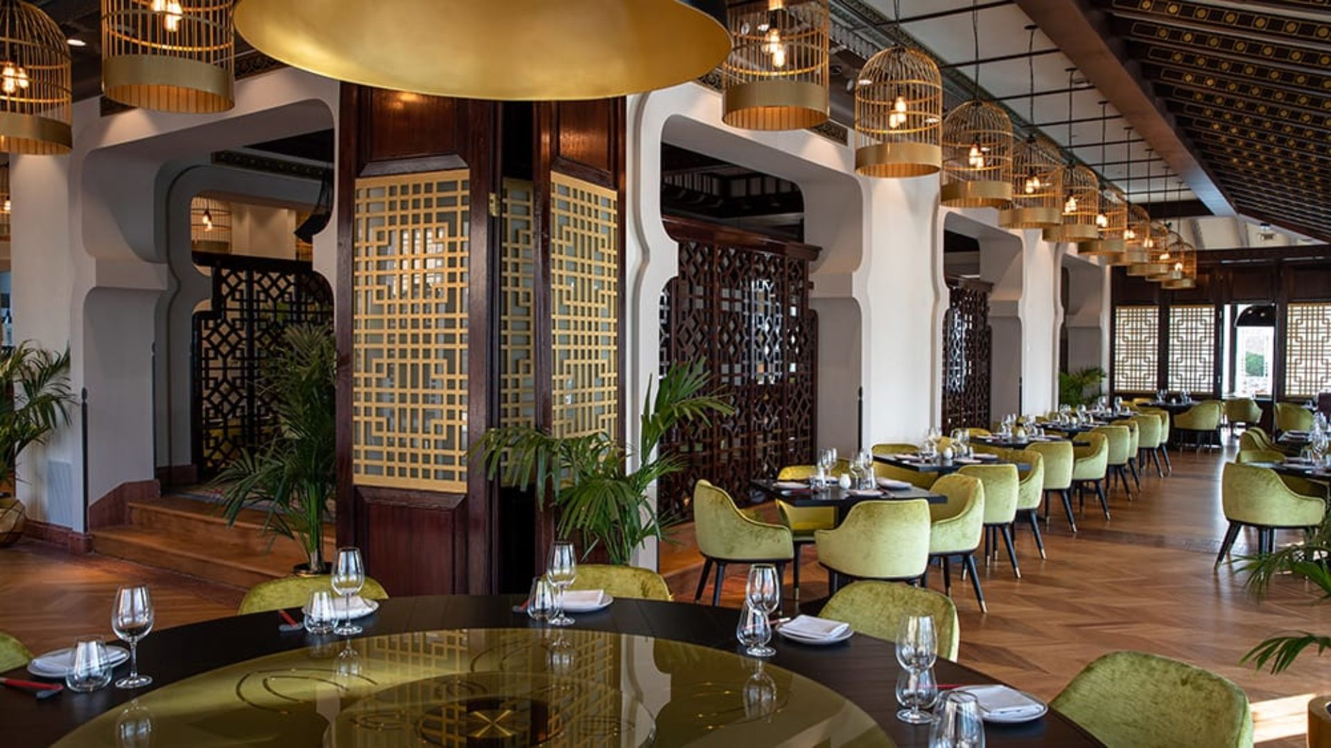 Indoor dining at Zheng He's Restaurant at Jumeirah Mina A'Salam