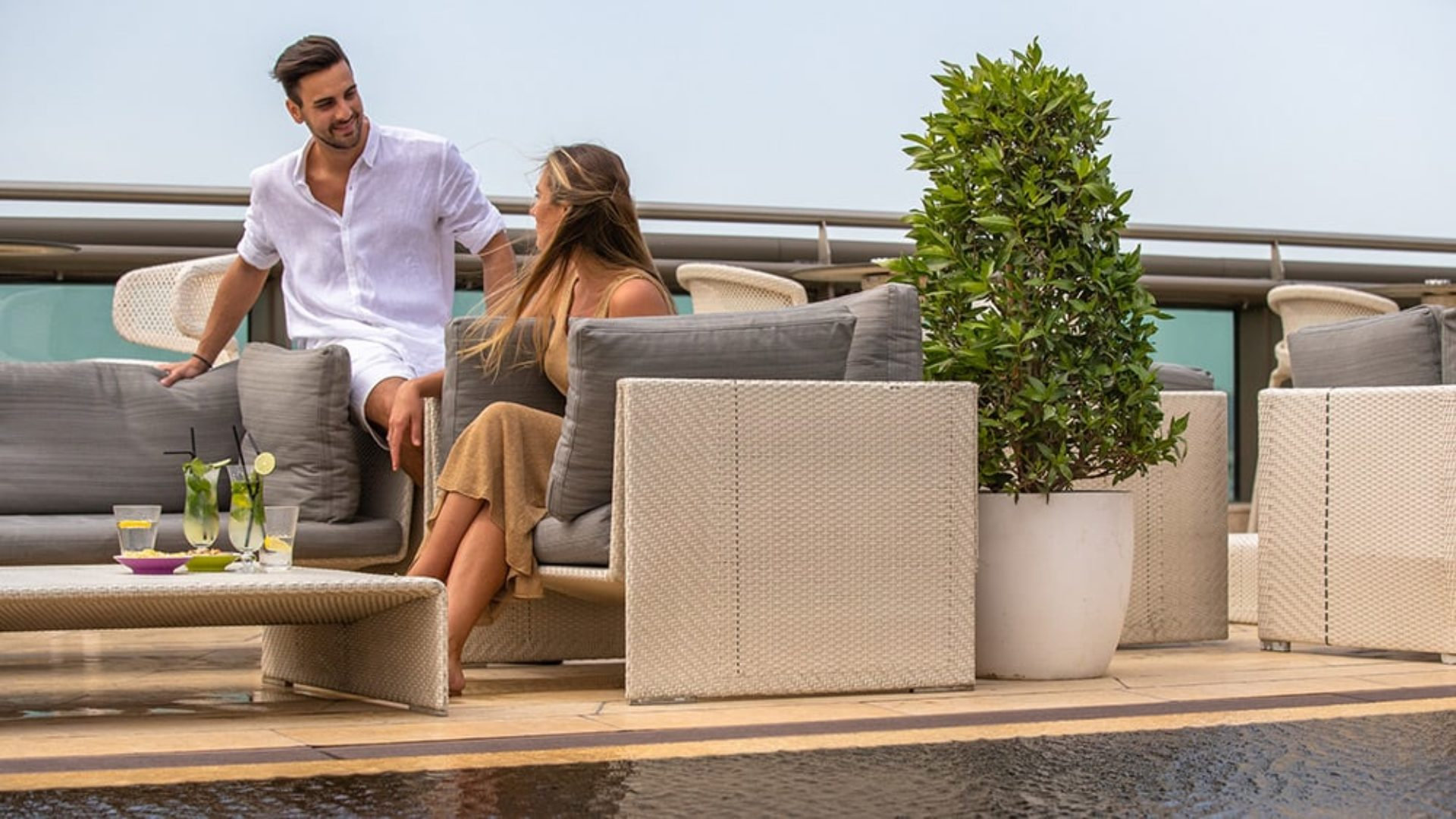 Couple having drinks in the rooftop bar at Jumeirah Creekside