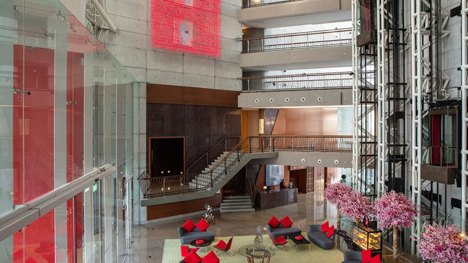 Lobby with art at Jumeirah Creekside