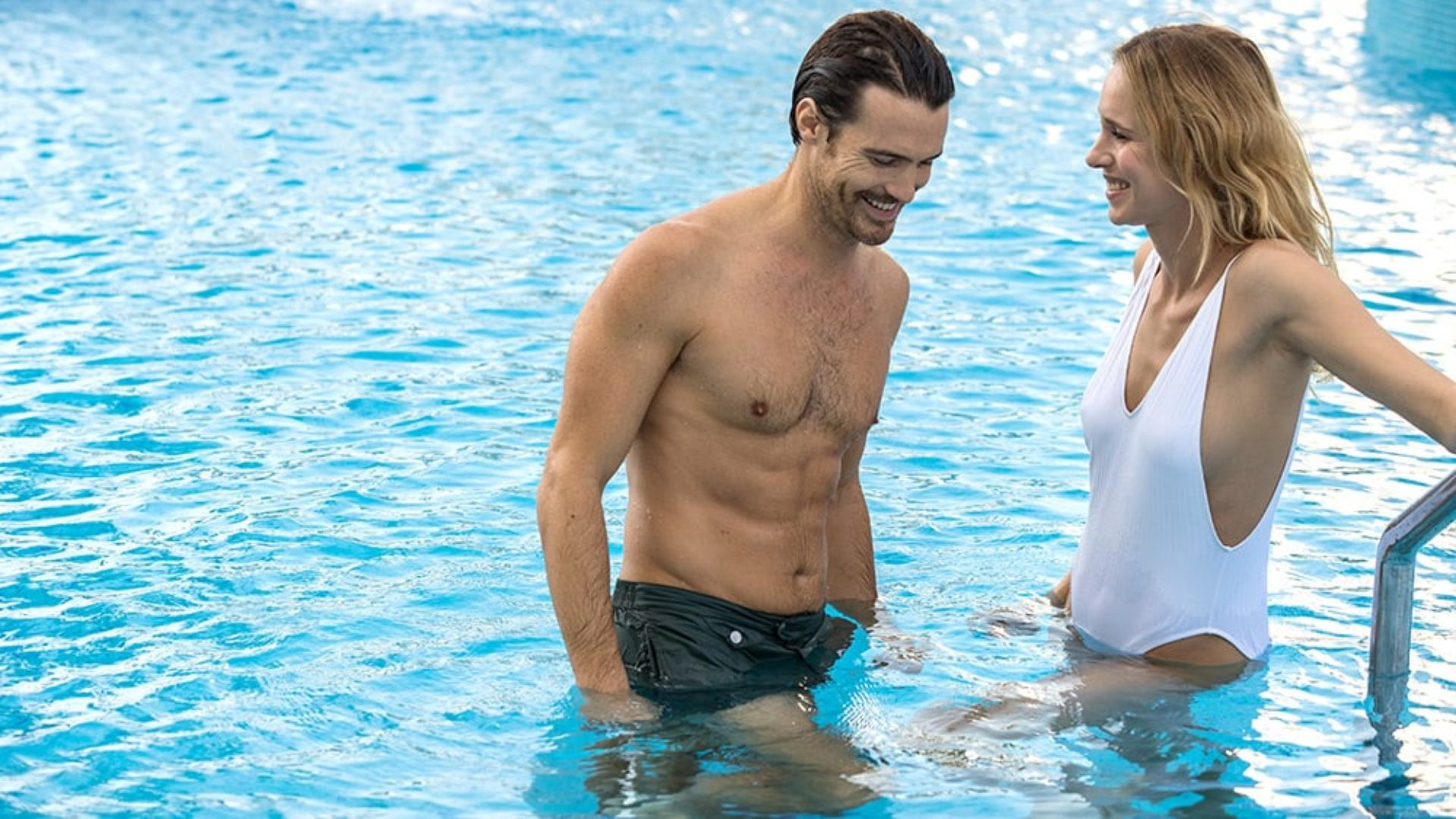 Couple in the pool at Jumeirah Beach Hotel